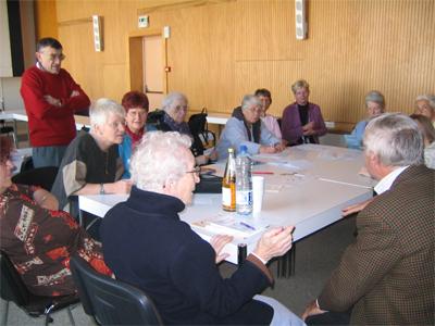 Straßburg, Oktober 2006: Eine Gruppe diskutiert noch in kleiner Runde weiter