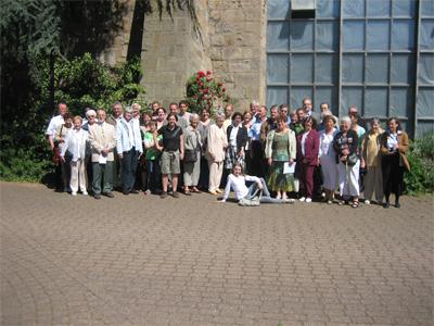 Gruppenbild vor der Kirche